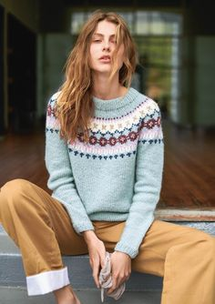 ESKIMOGENSER - Sandnes Garn You are in the right place about pulli sitricken sommer Here we offer yo Knitting Designs, Knitting Patterns, Raglan Pullover, Fair Isle Pattern, Shrug Cardigan, Sweater Weather, Knitwear, Knit Crochet, Sweaters