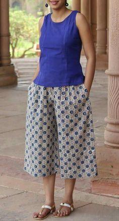 Hands of india Kurta Designs Women, Blouse Designs, Stylish Kurtis Design, Fashion Pants, Fashion Dresses, Salwar Pattern, Stitching Dresses, Estilo Hippie, Frock Design