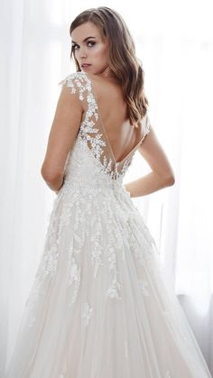 Kelly Faetanini Spring 2019 Bridal Collection The Kelly Faetanini Spring 2019 wedding dress collection debuted earlier this month.