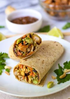 Asian Chicken Wraps with Thai Peanut Sauce. An easy and healthy chicken wrap rec… Asian Chicken Wraps with Thai Peanut Sauce. An easy and healthy chicken wrap recipe that's perfect for weeknight dinner or. Healthy Recipe Videos, Lunch Recipes, Healthy Dinner Recipes, Healthy Snacks, Healthy Eating, Cooking Recipes, Sandwich Recipes, Healthy Dinners, Asian Chicken Wraps