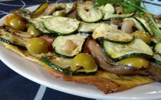 Base de pizza de plátano macho sin gluten | Armonía Corporal Sin Gluten, Pizza Vegana, Pickles, Cucumber, Zucchini, Base, Diabetes, Food, Drink