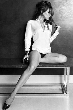 Victoria Beckham (sexy - who knew! Spice Girls, Beautiful Legs, Beautiful People, Beautiful Women, Vic Beckham, Posh Beckham, Victoria Beckham Stil, Classic Girl, Classic White