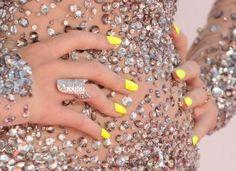 Κίτρινα νύχια με funky διάθεση | Jenny.gr