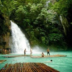 Kawasan Falls ,Cebu, Philippines » so beautiful.