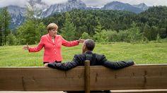 Gipfel-Pa(ar)norama: Wie sich das Netz über dieses Foto lustig macht http://www.bild.de/politik/inland/angela-merkel/und-barack-obama-foto-sorgt-fuer-spott-im-netz-41274180.bild.html