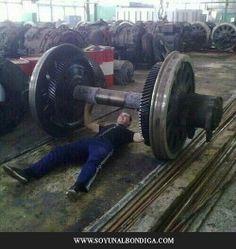 Uno de bilbao haciendo pesas.