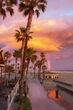 Find the perfect hotel for your Huntington Beach vacation. Whats Wallpaper, Look Wallpaper, Summer Wallpaper, Beach Aesthetic, Travel Aesthetic, Aesthetic Backgrounds, Aesthetic Wallpapers, Pretty Sky, Sunset Pictures