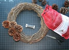 Oregon Holiday Products scented and craft pine cones - Cone wreath