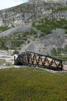 Built by Pushak in Lillefjord, Norway with date 2006. Images by Pushak. The program for the road stop is benches, toilet, waste bin and a wind shed. It is also the start of a trail to a wat...