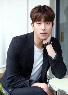 Yoon Hyun-min up to romance fairy barista Kang So-ra Cute Actors, Handsome Actors, Handsome Boys, Kim Bum, Asian Actors, Korean Actors, Korean Dramas, Kim Jisoo Actor, Danson Tang