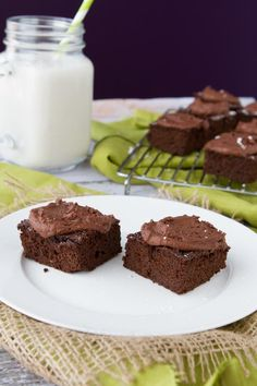 Freedom Brownies with Fudge Frosting #fudge #brownie #glutenfree http://www.healthfulpursuit.com/2013/04/quinoa-brownies/