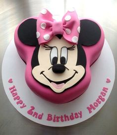 Caramel mud cake for a gorgeous girl celebrating her Birthday. Mickey Mouse Torte, Minni Mouse Cake, Bolo Da Minnie Mouse, Mickey And Minnie Cake, Minnie Mouse Birthday Cakes, Birthday Cake Girls, 2nd Birthday, Birthday Ideas, Birthday Cartoon