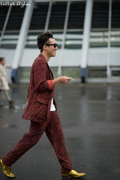 Menswear Street Style by Ángel Robles. Colorful-print suit and golden brogues. Boulevard de Bercy, Paris.