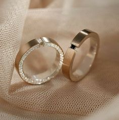 Wedding Rings Sets His And Hers, Matching Wedding Bands, Wedding Rings For Women, Diamond Wedding Bands, Classic Wedding Rings, Wedding Rings Vintage, Gold Rings Jewelry, Womens Jewelry Rings, Engagement Rings Couple