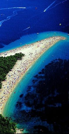 Zlatni Rat is a narrow white pebble beach on a promontory near Bol, located 2 kilometres west of Bol harbour, on the southern coast of the island of Brač, Croatia. Most Beautiful Beaches, Beautiful Places, The Places Youll Go, Places To See, Ex Yougoslavie, Bósnia E Herzegovina, Les Balkans, Beaches In The World, Croatia Travel