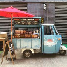 Ideas Food Truck Design Piaggio Ape For 2019 Food Trucks, Food Truck Business, Food Cart Design, Food Truck Design, Coffee Food Truck, Mobile Food Cart, Coffee Van, Ice Cream Cart, Food Vans