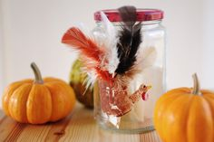 hand print Turkey with feathers Thankful Jar #Thanksgiving