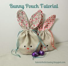 Sewing Bags BUNNY POUCH TUTORIAL What you will need: - 2 fat fabric or 2 pieces of scrap fabric approx. - How to Sew simple Drawstring Bunny Bag. Fabric Crafts, Diy Crafts, Scrap Fabric, Fabric Dolls, Pouch Pattern, Free Pattern, Pattern Fabric, Bunny Bags, Motifs Perler