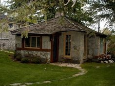 VRBO.com #465383 - Historic Earl Young Home, a Stone's Throw from Town $550 total