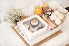 Romantic Breakfast, Mothers Day Breakfast, Gourmet Gifts, Food Gifts, Wedding Calendar, Pastel Cakes, Gift Cake, Tea Box, Party In A Box