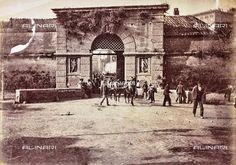 Porta Cavalleggeri prima della sua demolizione (avvenuta nel 1888) Vintage Italy, Old Photos, Taj Mahal, Wanderlust, Architecture, Painting, Travel, Antique, Pictures