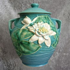 "Roseville's enchanting ""Water Lily"", a late-period line with a mid-century modern flavor, features an extravagant bloom atop large leaves, and set Mccoy Pottery Vases, Rookwood Pottery, Roseville Pottery, Antique Pottery, Ceramic Pottery, Pottery Art, Blue Cookies, Carlton Ware, Cookie Jars"