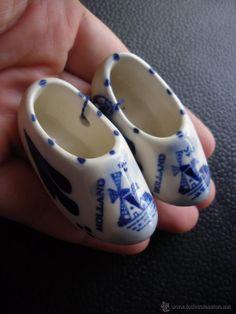 Peqeños zuecos de porcelana de Holánda pintados a mano