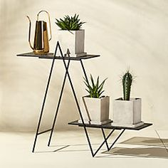 Idea Of Making Plant Pots At Home // Flower Pots From Cement Marbles // Home Decoration Ideas – Top Soop Outdoor Plants, Potted Plants, Indoor Outdoor, Garden Plants, Outdoor Plant Stands, Ivy Plants, Outdoor Gardens, Modern Plant Stand, Metal Plant Stand