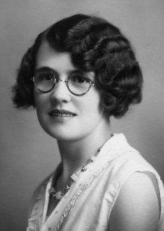 Women S Fashion Mail Order Catalogs 1930s Fashion, Vintage Fashion, Kasimir Und Karoline, Divas, 1940s Looks, Wearing Glasses, Eyeglasses For Women, Womens Glasses, Vintage Girls
