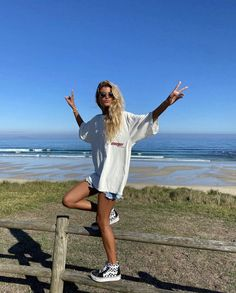 Surfer Outfit, Surfer Girl Outfits, Surfer Girl Style, Girls Summer Outfits, Surfer Girl Clothes, Surfer Girl Fashion, Surf Fashion, Beachy Girl, Photo Summer