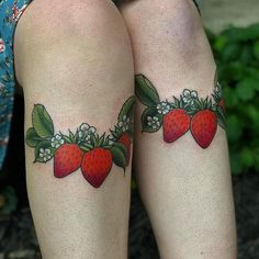 I want to tattoo just fruit for a living. Old Tattoos, Baby Tattoos, Small Tattoos, Sleeve Tattoos, American Classic Tattoo, Strawberry Tattoo, Fruit Tattoo, Kawaii Tattoo, Knee Tattoo