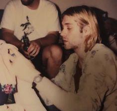 Kurt Cobain Photos, I Love Him, Che Guevara, Nirvana, Fictional Characters, Beautiful, Royalty, Legs, Royals