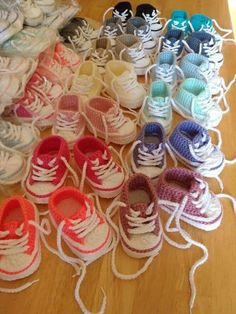 Crochet Patterns Ideas Crochet Baby Converse Booties By Suzanne Resaul - Free Crochet Pattern - (ravelry) - Crochet Converse, Crochet Baby Booties, Crochet Slippers, Knit Or Crochet, Crochet For Kids, Crochet Crafts, Crochet Projects, Ravelry Crochet, Crochet Shoes
