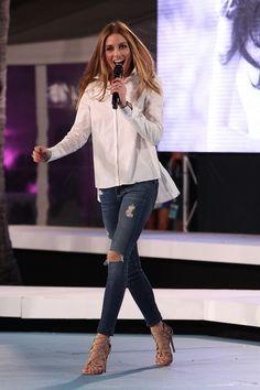 PHOTOS: Olivia Palermo in erg simpele outfit bij modeshow | I LOVE FASHION NEWS