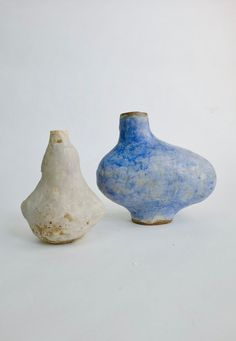 Yuko Nishikawa is an artist / designer who lives and works in Brooklyn, NY. Ceramic Artists, Ceramic Pottery, Vases, Dawn, Design, Home Decor, Homemade Home Decor, Interior Design, Ceramica