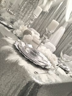 Diamant du Parris Inc. Christmas World, Gold Christmas Tree, Christmas Tea, Elegant Christmas, Christmas Dining Table, Dining Room Table Decor, Christmas Table Settings, Silver Christmas Decorations, New Years Decorations