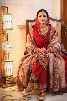 Bridal Suits Punjabi, Indian Bridal Lehenga, Indian Bridal Outfits, Indian Bridal Fashion, Pakistani Bridal Dresses, Indian Fashion Dresses, Indian Bride Dresses, Punjabi Bride, Boho Fashion