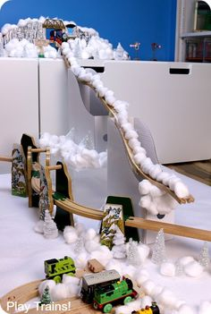 Wooden Train Ski Jump -- Winter Olympics Activities for Kids. Informations About Wooden Train Ski Activities For Boys, Winter Activities, Preschool Winter, Winter Fun, Winter Theme, Olympic Idea, Olympic Games, Vive Le Sport, Olympic Crafts