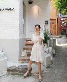 Hè này phải mặc đẹp hơn hè năm ngoái, và đây là 5 items bạn nên sắm ngay để ghi điểm phong cách - Ảnh 1. Korea Fashion, Asian Fashion, Daily Fashion, Fashion Beauty, Women's Fashion, Ankara Gown Styles, Ankara Gowns, White V Neck Dress, Korea Dress