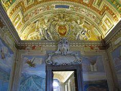 entrance to borgia apartment-L'Appartamento Borgia è una serie di sei ambienti monumentali nel Palazzo Apostolico della Città del Vaticano, facenti oggi parte del percorso dei Musei Vaticani in cui è in parte ospitata, dal 1973, la Collezione d'Arte Religiosa Moderna.