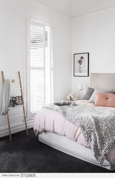9 Gorgeous white, grey and pink interiors that make you… na Stylowi.pl