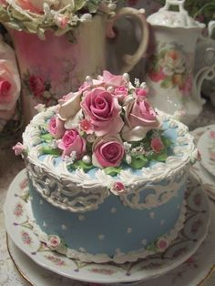 (Liza Rose) SHABBY COTTAGE ROSE DECORATED FAKE CAKE