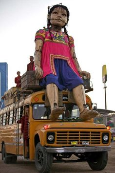 Géant de Guadalajara - PteG assise sur un bus - Koutchinsky 13