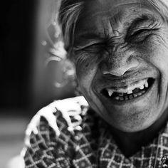Poucos países são reconhecidos por uma característica tão positiva como a Tailândia. Apelidada de Terra do Sorriso seu povo é famoso por estar sempre com um sorriso encantador gravado no rosto mesmo com as adversidades do dia. E você já sorriu hoje?#calcathai #tailandia #alegria #terradosorriso #sorria #positividade #culturatailandesa