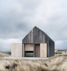 """1,315 Gostos, 13 Comentários - est living (@est_living) no Instagram: """"EXTERIORS: Perched just 20 metres from the water at Svallerup Strand, Denmark, the Boat House by…"""""""
