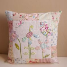 Cushion patchwork bird butterfly and flowers2 | Flickr: Intercambio de fotos