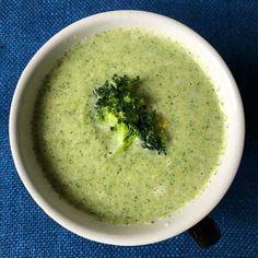 Superenkel och kalorisnål broccolisoppa med parmesan | Maud Onnermark Great Recipes, Healthy Recipes, Lchf, Food Inspiration, Food Porn, Chips, Food And Drink, Tasty, Sweets
