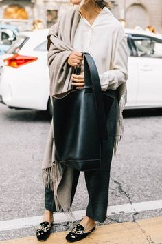 Minimalistic Outfit Ideas for Fall - Estilo Vintage Ideas Estilo Fashion, Look Fashion, Street Fashion, Trendy Fashion, Vintage Fashion, Fashion Design, Fashion Trends, Fashion Mode, Womens Fashion