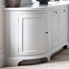 Meet the Henley kitchen: a timeless, contemporary collection of oak and painted tulipwood cabinetry designs. Find Henley online and in-store. Green Cabinets, Cottage Interiors, Vintage Kitchen, Curved Kitchen, White Marble Kitchen, Interior Design Kitchen, Cabinetry Design, Oak Kitchen, Apartment Kitchen