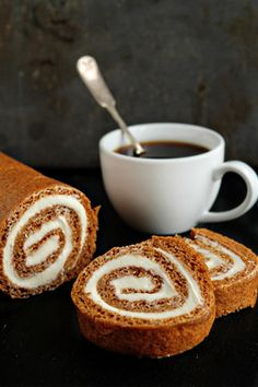 Learn how to make a perfect Pumpkin Roll with this easy recipe! It'll be a delicious, festive, and show-stopping Thanksgiving dessert that will impress all of your guests! Köstliche Desserts, Delicious Desserts, Dessert Recipes, Yummy Food, Dessert Healthy, Pumpkin Recipes, Fall Recipes, Holiday Recipes, Dumplings Receta